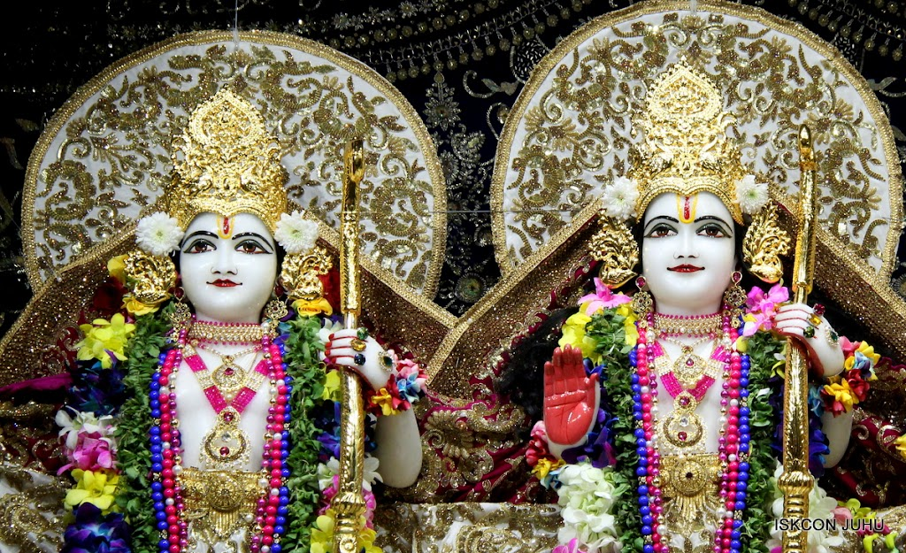 ISKCON Juhu Sringar Deity Darshan on 25th August 2016 (36)