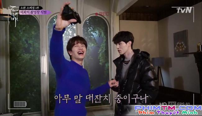 """""""Goblin"""" tập đặc biệt: Gong Yoo còn """"tình cảm"""" với Lee Dong Wook hơn cả Kim Go Eun! - Ảnh 17."""