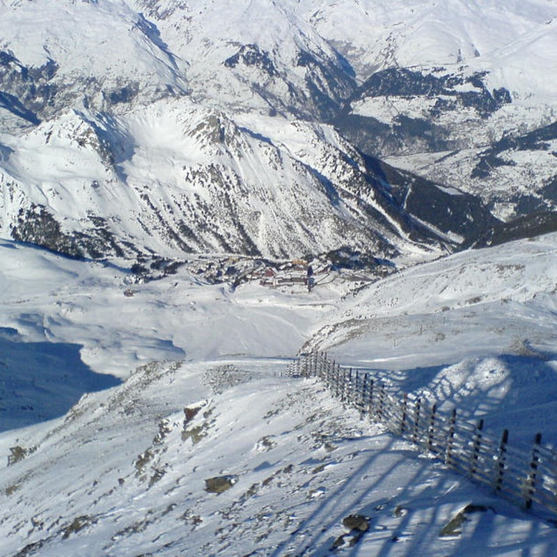 Les_Arcs_42 Arcs 2000 from Aiguille Rouge.jpg