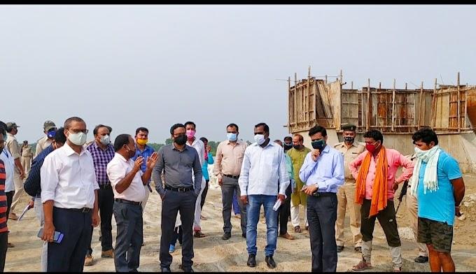 शिवहर के डीएम ने अधिकारियों संग किया बेलवा घाट का निरीक्षण