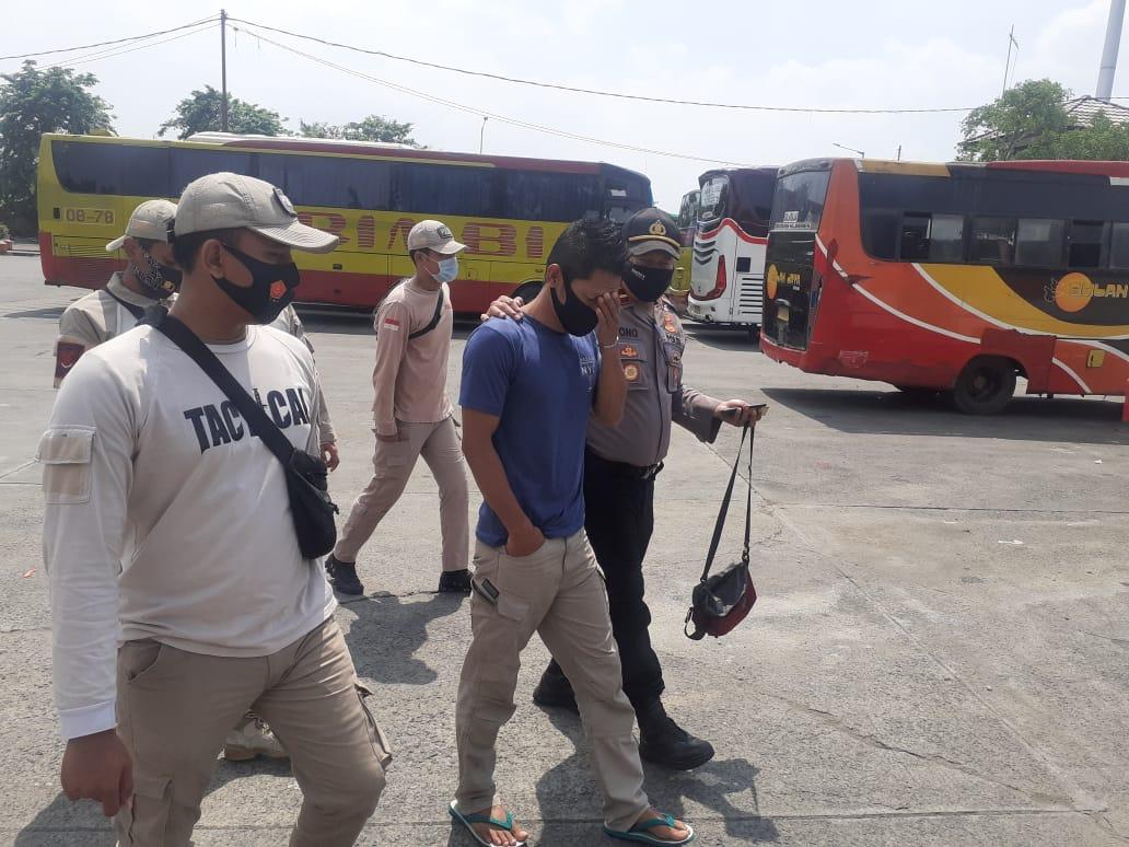 Team pemburu preman polres jakbar amankan Pejudi Togel di Terminal Bus Kalideres