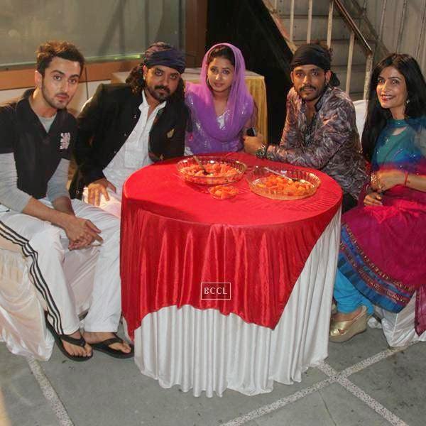 Vibhav Roy, Toshi Sabri, Sana Sheikh, Sharib Sabri and Shibani Kashyap at Sharib-Toshi's Iftaar party & Sufi mehfil. (Pic: Viral Bhayani)
