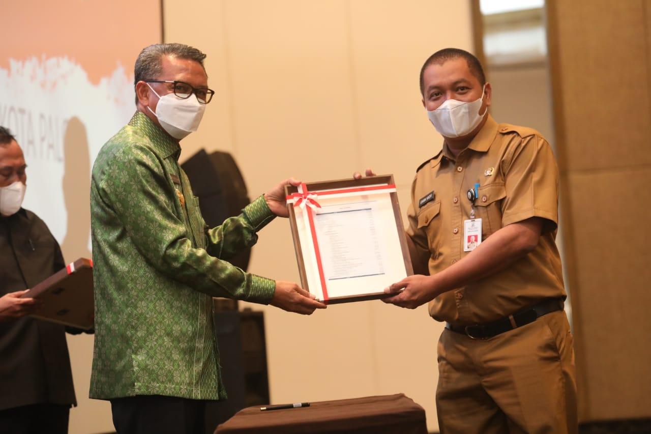 Pjs Bupati Soppeng Terima Daftar Isian DIPA dari Gubernur Sulsel