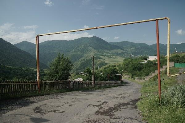 Oberirdische Gasleitung im Dorf Haghpat
