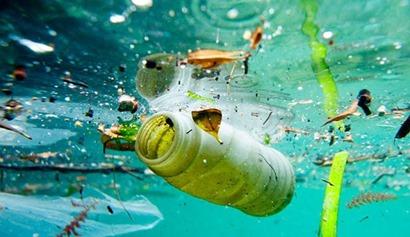 plastic-in-ocean-670x388