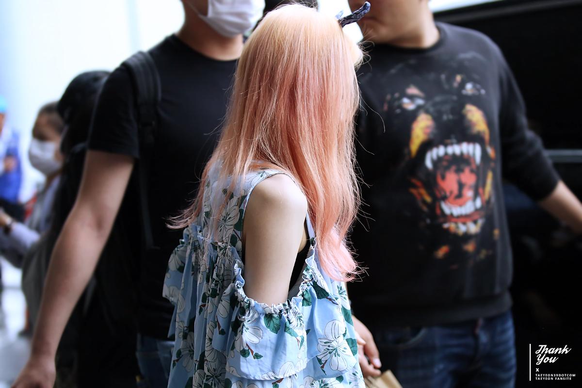 少女時代テヨンの後ろ姿150614仁川空港入国