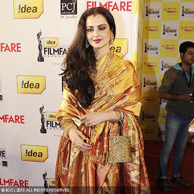 Rekha looked graceful in a lovely sari at the 58th Idea Filmfare Awards in Mumbai.Click here for:<br />  58th Idea Filmfare Awards