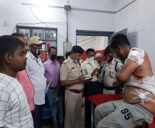 बगहा में दिनदहाड़े बदमाशों ने दवा व्यवसायी से लूट लिये 10 लाख रुपये, गोली भी मारी; दो जख्मी