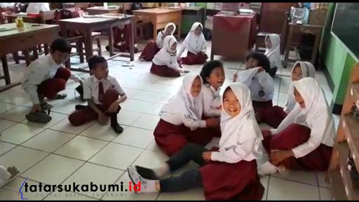 Nasib Anak Didik Dampak Guru Honorer Gelar Aksi Mogok Ngajar di Sukabumi