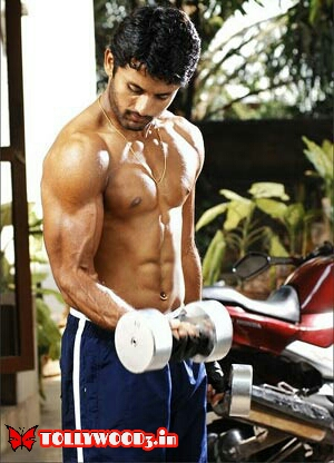 Nithin six pack body