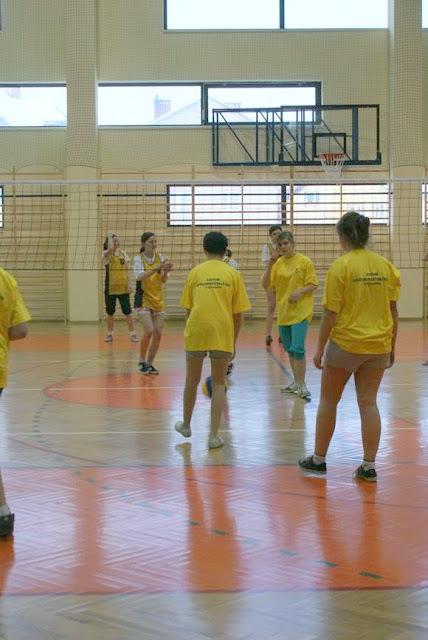 Zawody siatkarskie dziewczat 1 marca 2011 - DSC09325_1.JPG