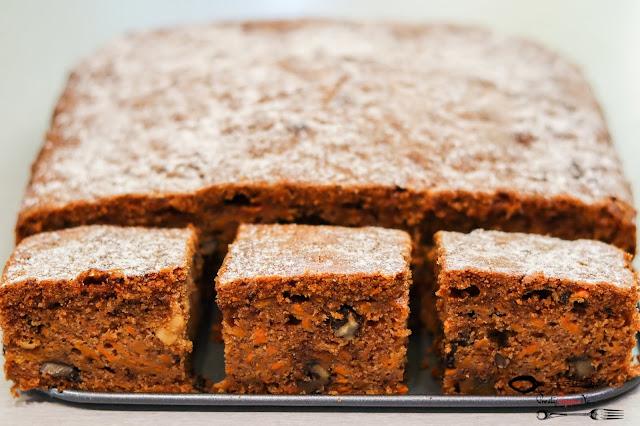 ciasta i desery,ciasto marchewkowe, szybkie ciasto marchewkowe, ciasto marchewkowe z polewą, piernik marchewkowy, piernik z marchewką