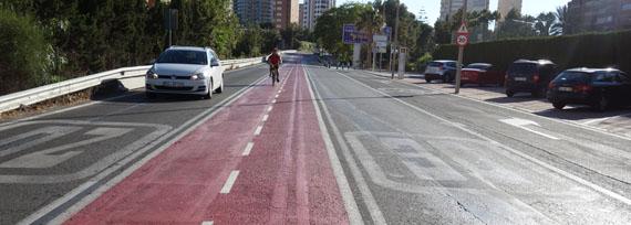 carril bici central con limitacion de velocidad