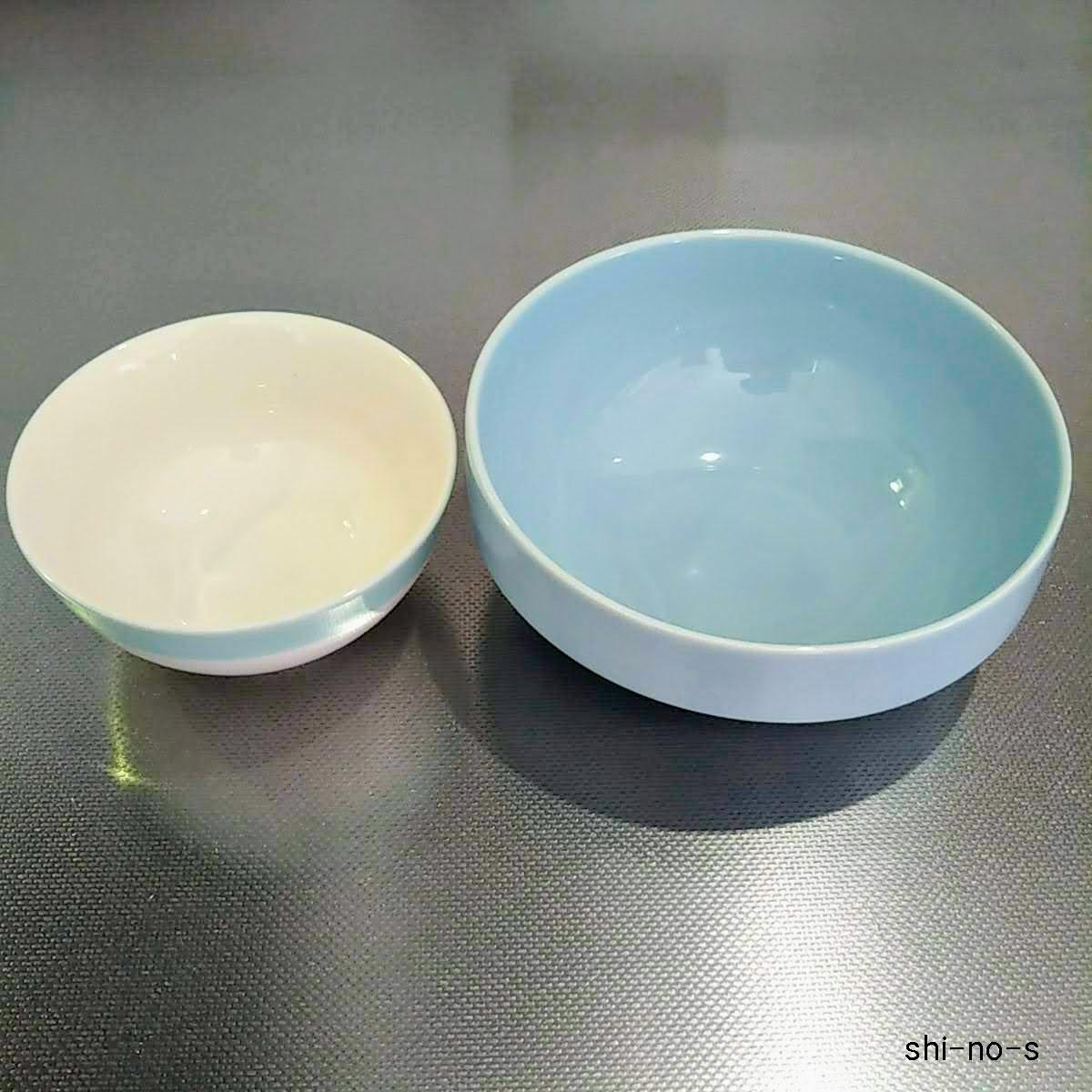 お茶碗と並べて比較している