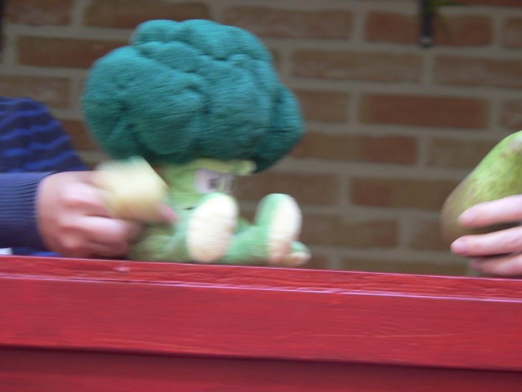 De Kleuters maken zelf een fruit- en groentewinkel. - P1260558.JPG