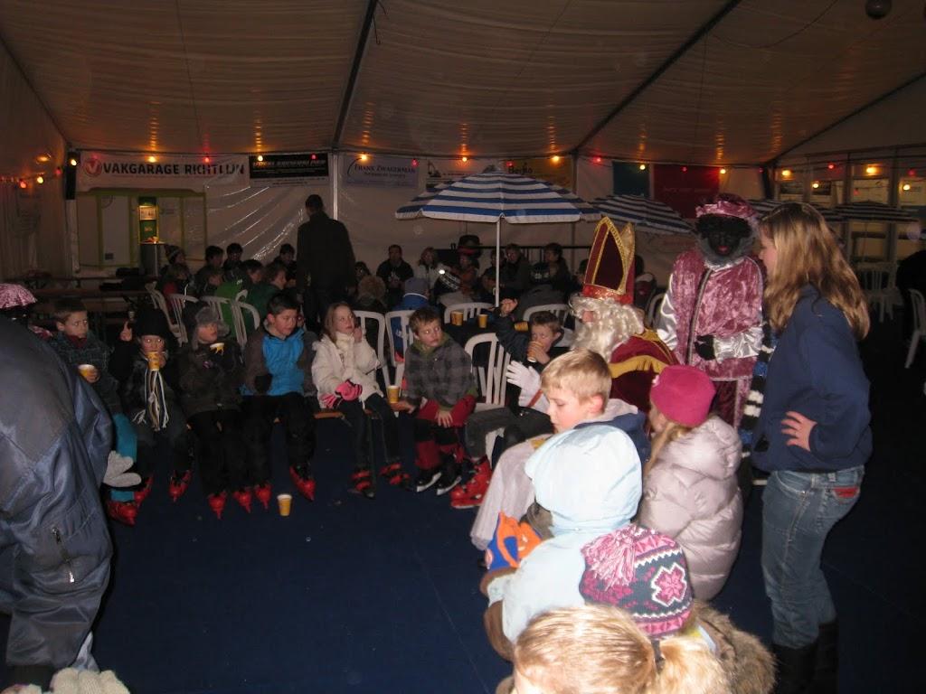 Sinterklaas bij de schaatsbaan - IMG_5121.JPG