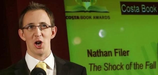A szerző a Costa Book Év Könyve díj átvételekor, 2014 januárjában