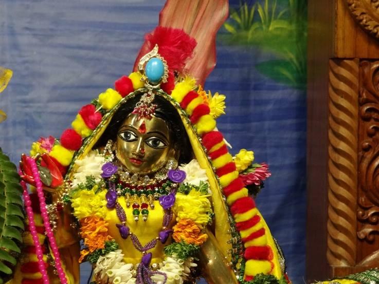 ISKCON Nigdi Deity Darshan 18 Dec 2015 (17)