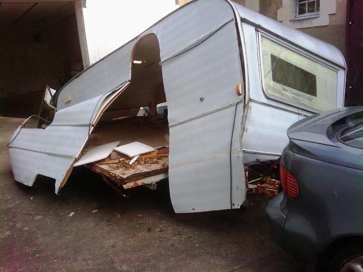 modifier une vieille caravane en remorque ferm e suzuki airhuile. Black Bedroom Furniture Sets. Home Design Ideas
