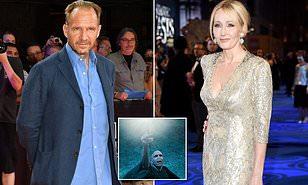A estrela de Harry Potter, Ralph Fiennes, apóia JK Rowling em uma briga de transgêneros - admitindo que ele 'não consegue entender o nível de ódio' dirigido a autora e o classifica como 'perturbador'