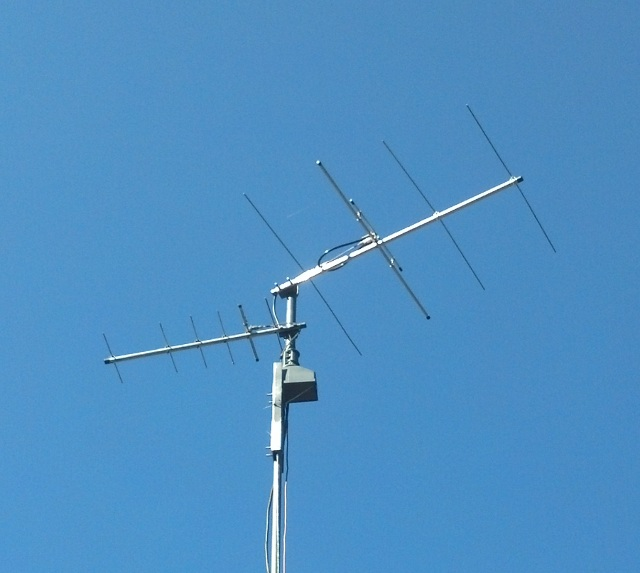 The N6GN station antenna in Santa Rosa,                       California. 4 element Yagi (at right) at 20 feet                       with 10 dBi gain. Effective isotropic radiated                       power: 40 watts (46 dBm).