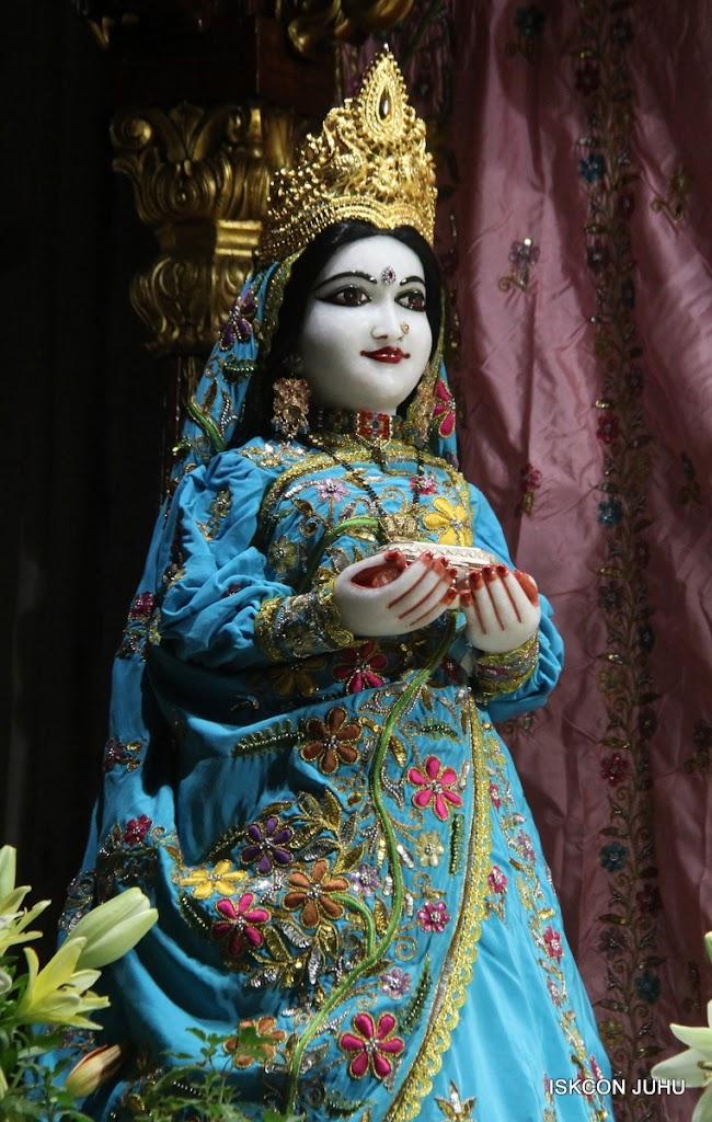 ISKCON Juhu Mangal Deity Darshan on 30th May 2016 (14)