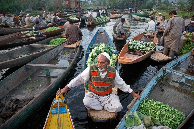 dal-lake-floating-market-2