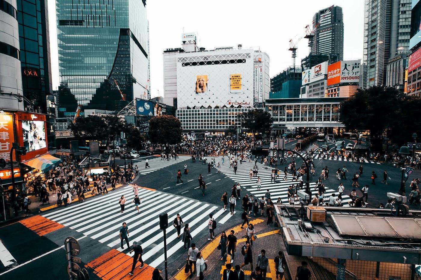 El cruce de Shibuya, el más transitado del mundo en Tokio.
