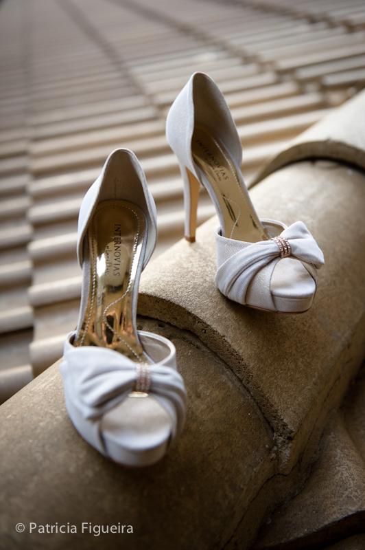 Foto de casamento 0119 de Daniela e Solano. Marcações: 30/07/2011, Casamento Daniela e Andre, Internovias Sapato, Rio de Janeiro, Sapato.