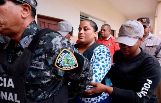 Cambian a prisión domiciliaria coerción a fiscal acusada de poner droga en barbería