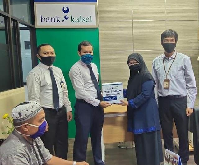 145 Paket Sembako Gratis Bank Kalsel Dibagikan di Tanbu