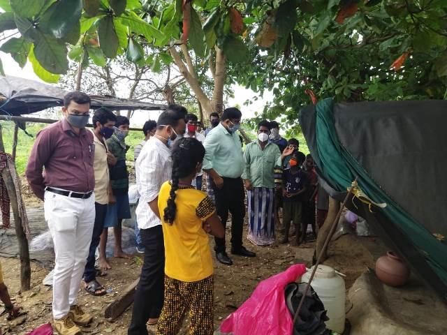 DC visit Shillekyatha camp- ಅಲೆಮಾರಿ ಶಿಳ್ಳೆಕ್ಯಾತ ಗುಡಿಸಲಿಗೆ ರವೀಂದ್ರ ಶೆಟ್ಟಿ ಉಳಿದೊಟ್ಟು, ದ.ಕ ಡಿಸಿ ಡಾ. ರಾಜೇಂದ್ರ ಭೇಟಿ