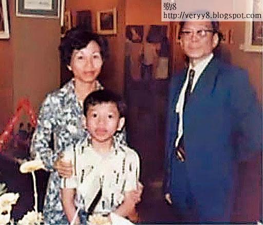 馬恩國在 2010年曾為已去世的父親在香港舉辦畫展,拍攝宣傳片時,公開兒時與父母的合照。