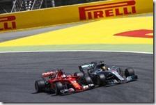 Sebastian Vettel e Lewis Hamilton nel gran premio di Spagna 2017