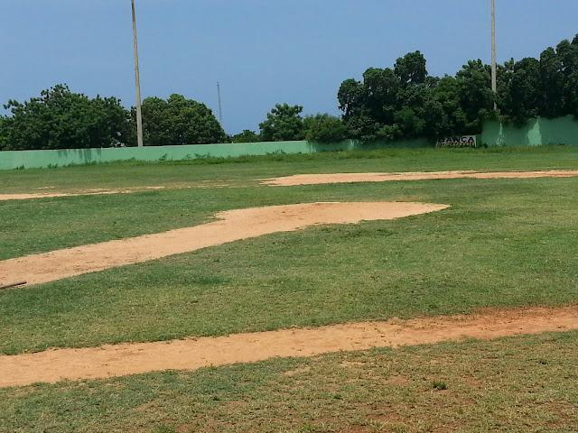 La imagen del día! Estadio Nadin J. Hazouri de Barahona abandonado por las autoridades competentes