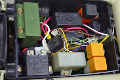 Headlight relays DSC_0025