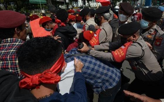 Kritik Dalih Polisi Tangkap Mahasiswa Aksi Hari Buruh, LBH Jakarta: Alasan Polisi Ngaco & Ngawur!