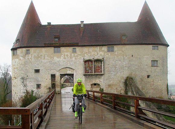 Burghausen: Ausfahrt mit dem Fahrrad aus der längsten Burg der Welt