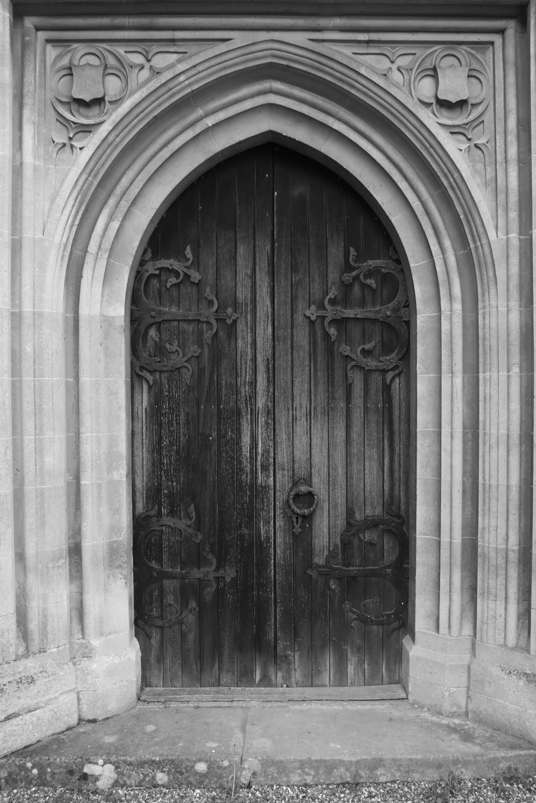 0905 049 Effingham, Surrey, England Door to the church
