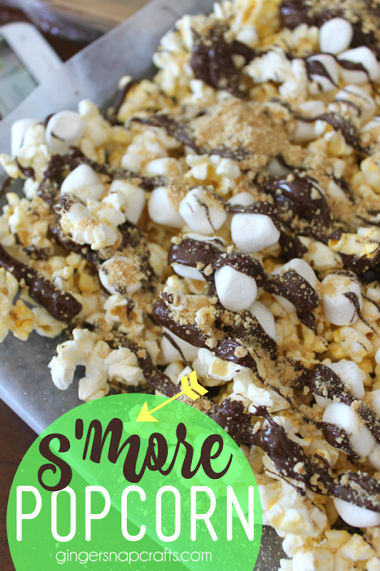 s'more popcorn recipe at GingerSnapCrafts.com #recipe #popcorn