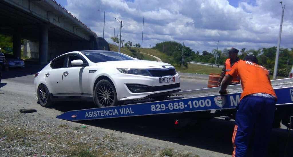 Obras Públicas asiste 2,283 vehículos averiados en carreteras y autopistas el domingo Santo