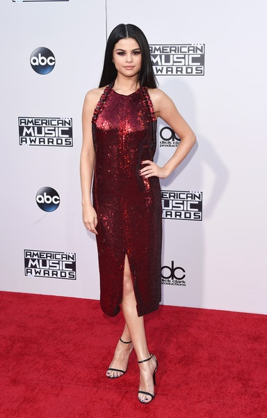 Selena Gomez attends the 2015 American Music Awards
