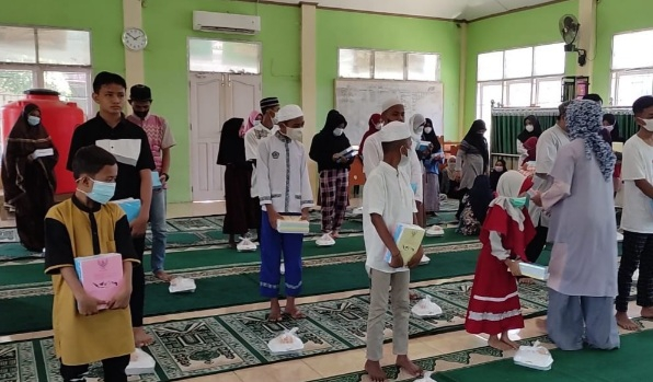 JBB Sukses Salurkan 2 Ribu Buku Tulis dan 100 Tas, Anak Yatim Harap Donatur Pakaian Sekolah