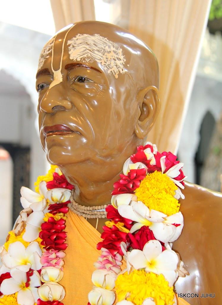 ISKCON Juhu Sringar Deity Darshan on 1st May 2016 (45)