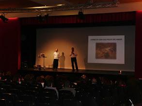 Photo: Presentando a David Cano en su intervención sobre Sexualidad Tántrica