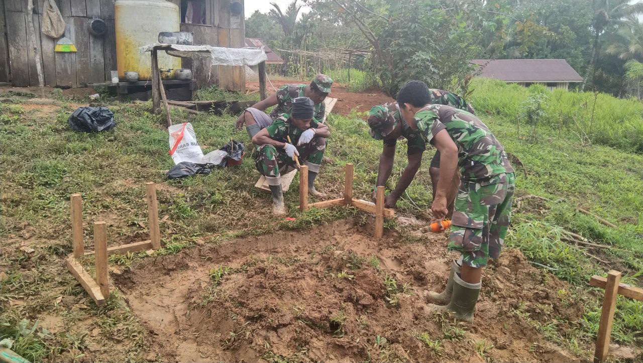 TNI Manunggal Membangun Desa Ke-109 Bangun 10 Unit Jamban di Kampung Kakuna