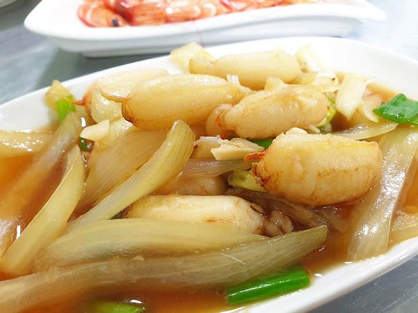 活跳跳干貝海產粥|台南海產粥|美術館、孔廟周邊美食|料多味美的經典海產粥外國朋友也愛|沒吃過別說你來過台南