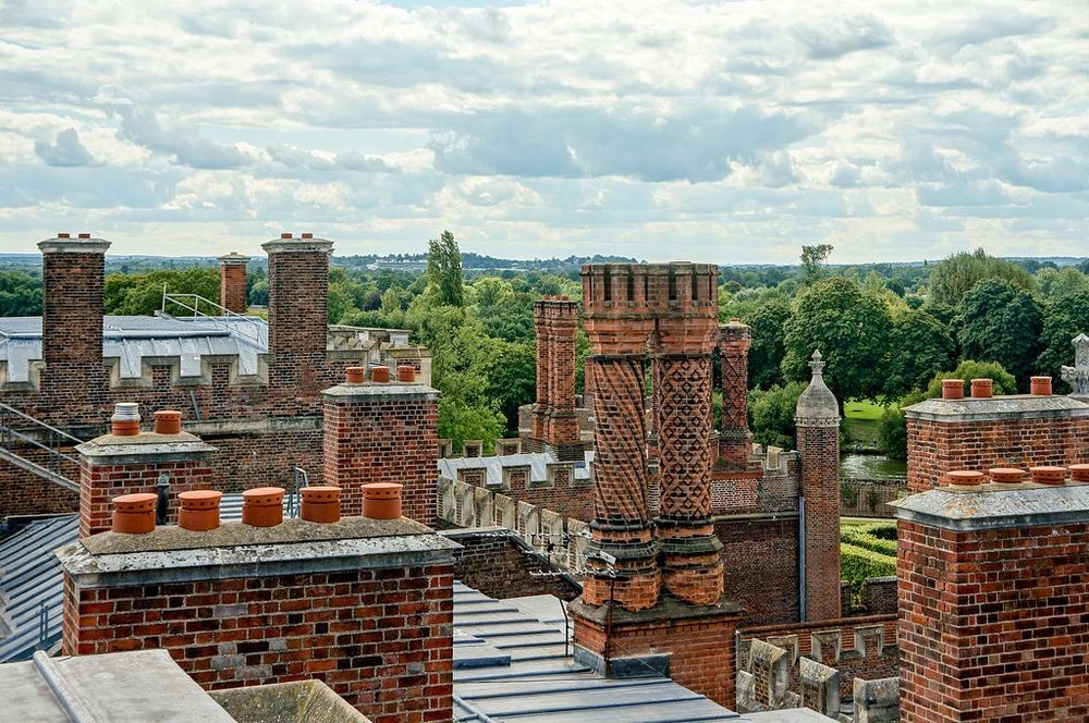 hampton-court-palace-chimneys-10