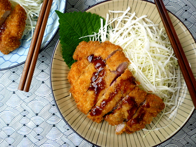 hungry tummies: Tonkatsu 豚カツ Japanese Crumbed Pork Cutlet