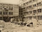 新校舎(現校舎)建築中。1969年5月、木造校舎(附小南側)から移転完了。(1968)